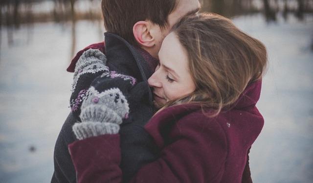 Как понять, что ты нравишься женатому мужчине: точные признаки