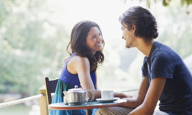 Как заинтересовать девушку: способы, действующие безотказно