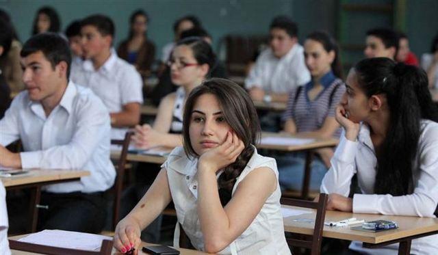 Как понять что ты нравишься парню в школе: важные признаки