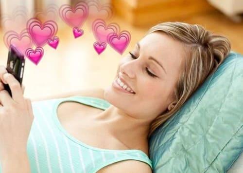 Как влюбить в себя девушку по переписке: подборка идей и советов