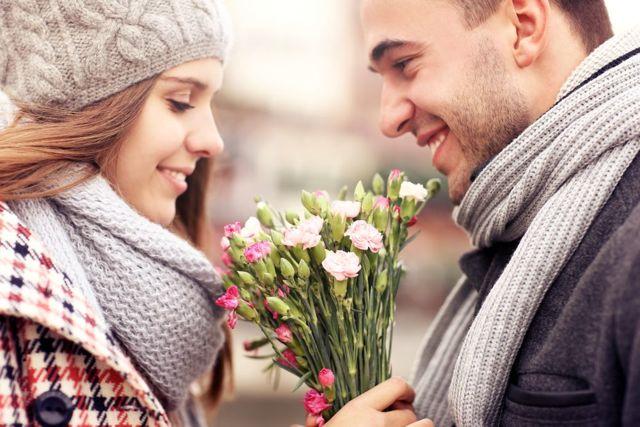 Что подарить девушке на первом свидании: подборка идей и советов