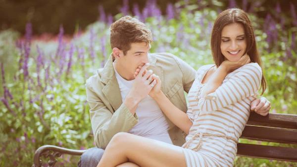 Как удовлетворить мужчину в постели: правила и способы соблазна