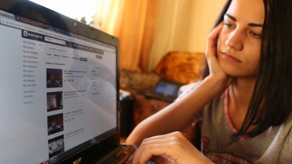 Что делать, если девушка игнорирует в ВК: причины молчания