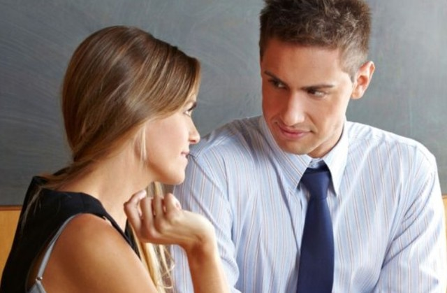 Как понять, что ты нравишься мужчине-коллеге по работе: признаки