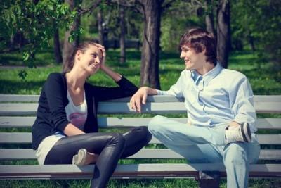 Как начать разговор с понравившимся парнем: поводы и темы беседы