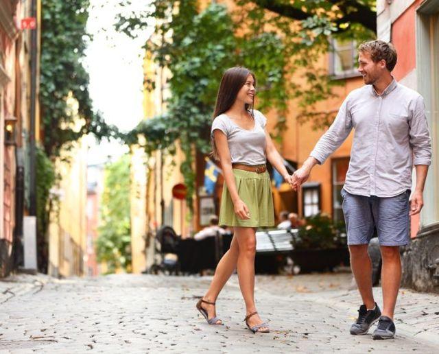 О чем поговорить с девушкой на прогулке: секреты и правила общения