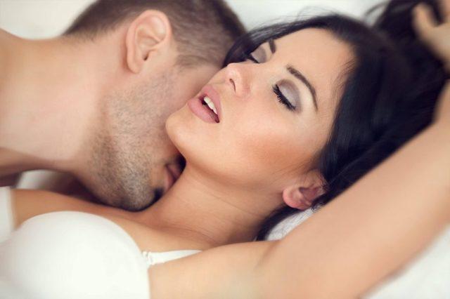 Поцелуи в шею: значение для девушки, как правильно целовать