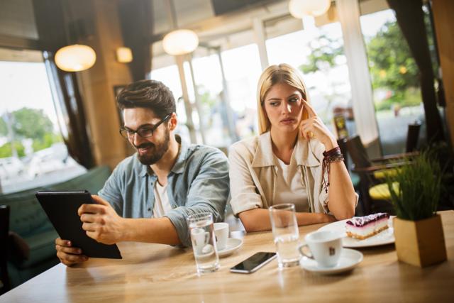 Парень уделяет мало внимания: причины, как себя вести, что говорить