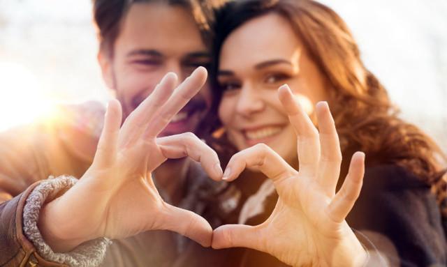Что подарить парню на первый месяц отношений: варианты и идеи