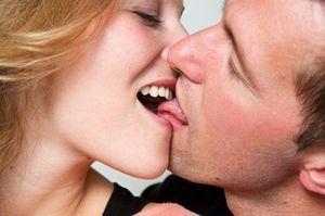 Как целоваться с языком: виды поцелуя, способы, техники и советы