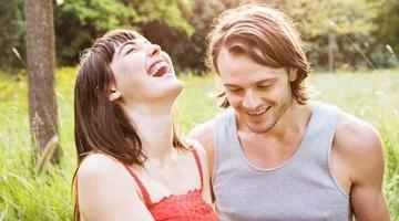 Как вести себя с мужчиной, чтобы он влюбился: способы и секреты
