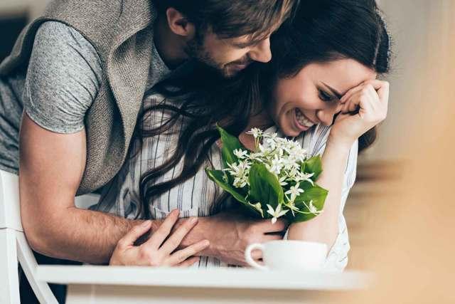 Как привлечь внимание мужчины: простые и секретные методы