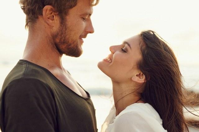 Невербальные признаки влюбленного мужчины, скрывающего любовь