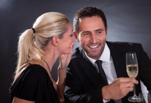Как дать понять мужчине, что он тебе нравится: практические методы