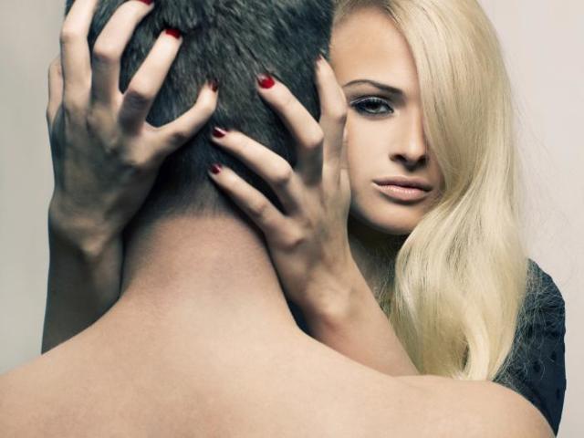 Как свести с ума мужчину в постели: способы покорения души и тела