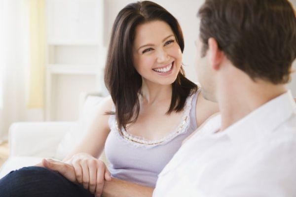 О чем поговорить с парнем: темы и правила общения